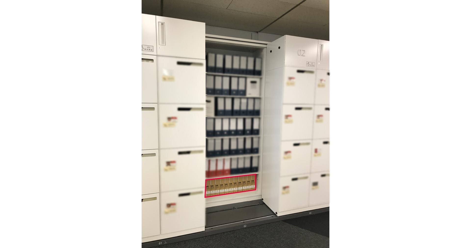 収納庫の最下段に防災用品を備蓄