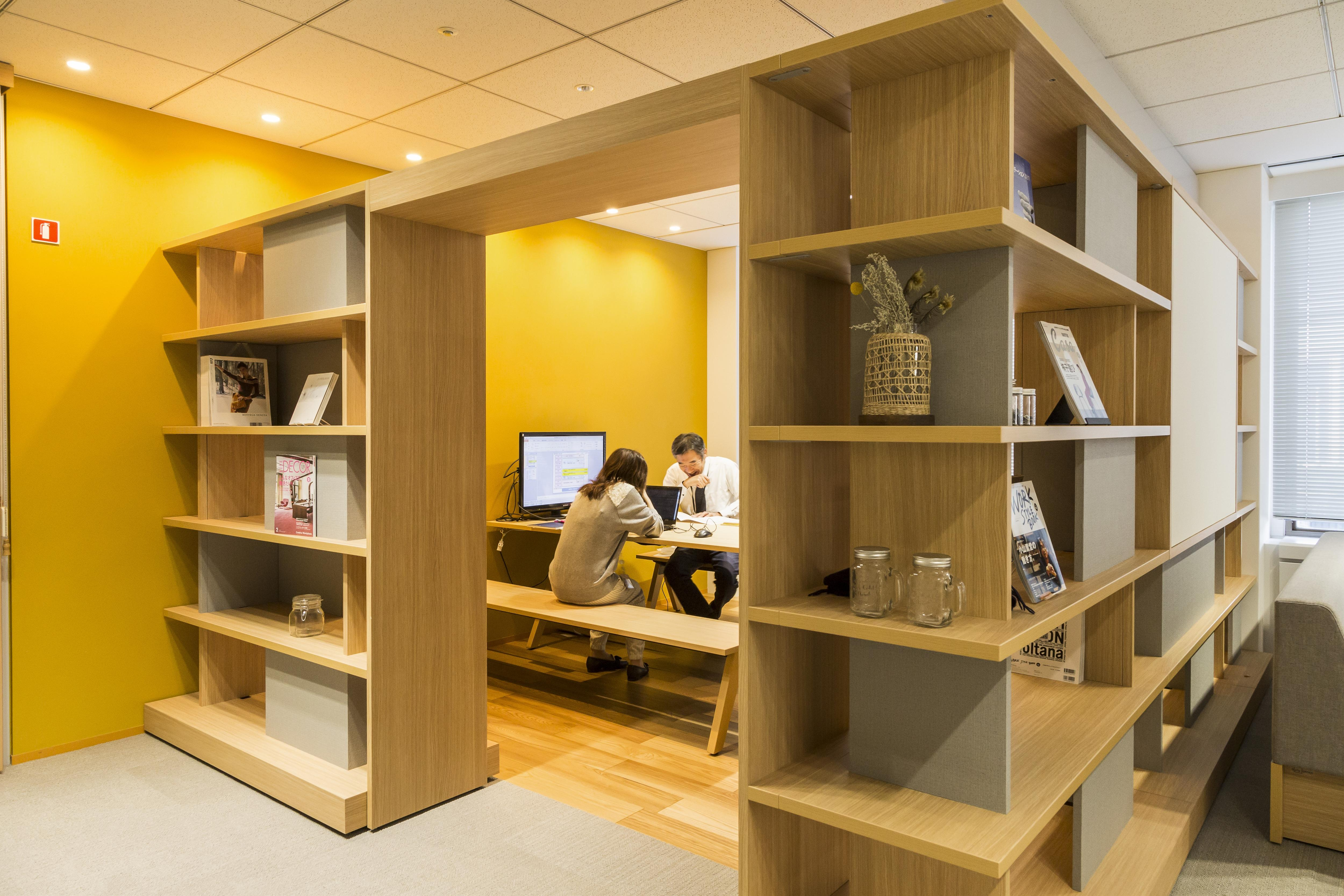 くつろげるソファや本棚などの家具 23.jpg