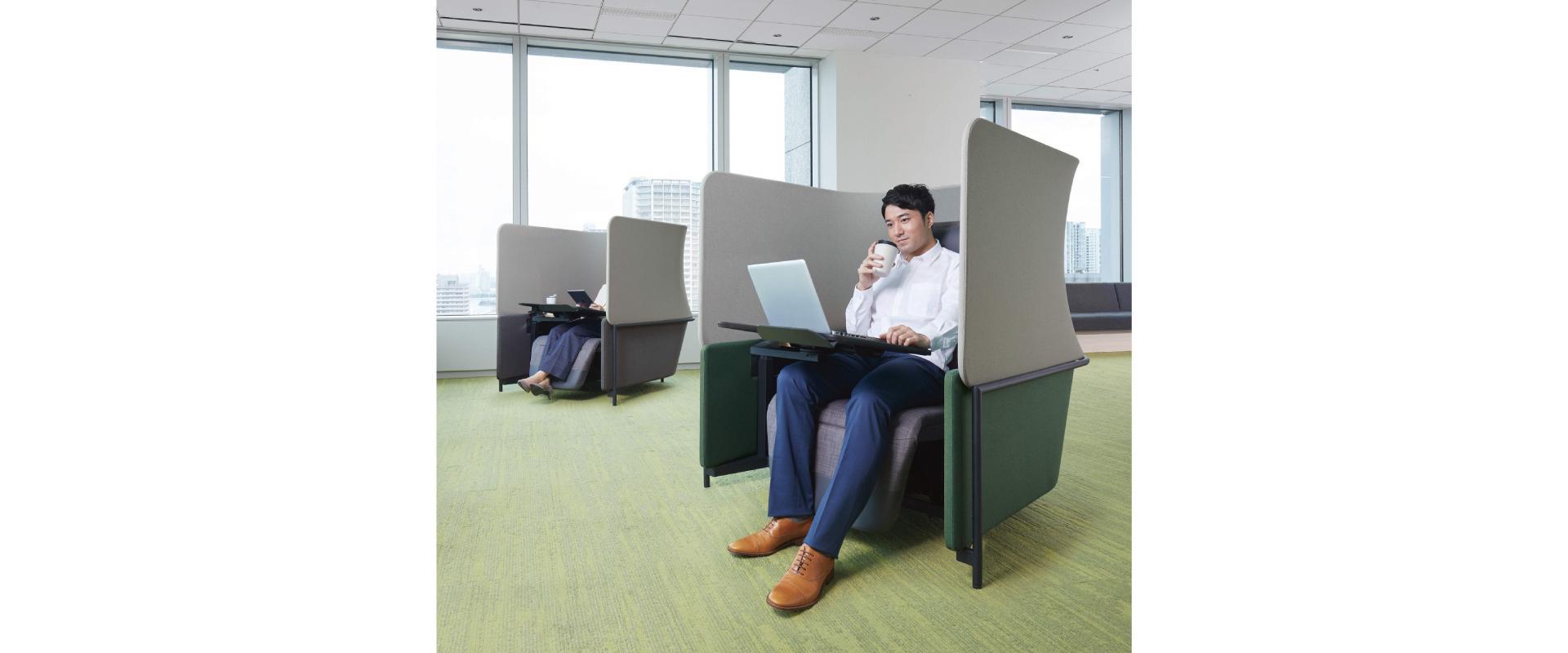 オフィス内の個人ブース席