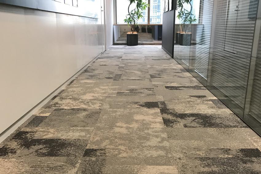 オフィスの床 タイルカーペット
